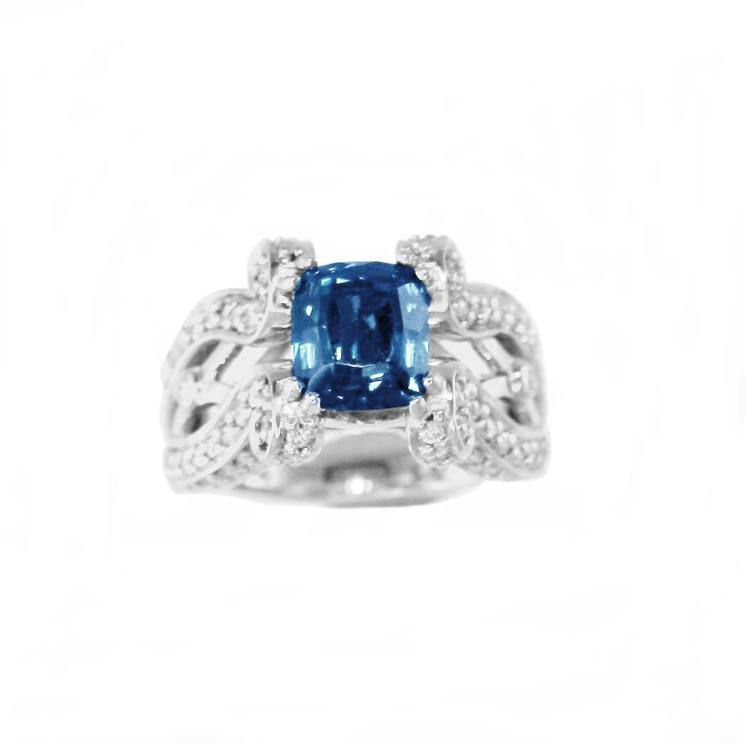 5,41 ct. sapphire, diamond & 18K white gold ring